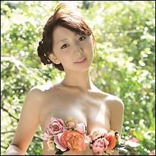 大人気ジュニアアイドルだった飯田里穂が、エロBODYの