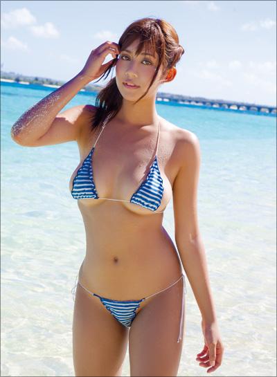 生尻&横乳の日焼けあとがエロすぎる! G乳グラドル・伊藤早由利、真夏を感じさせるホットなイメージDVDの画像2