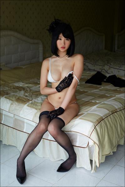 巨乳コスプレイヤー・こみつじょう、過激衣裳で思わずドキリとする官能シーン!の画像9
