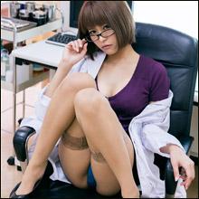 限界ギリギリの極小コスチューム! 叶恵まそら、女医&ナースでサービス満点のセクシー診察