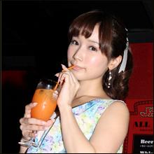 大人気セクシー女優・小島みなみちゃんが歌舞伎町のエンターテイメントバーに降臨! お目当ては新しいソフレ探し!?
