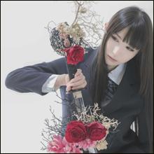 「コスプレ美少女×華道」!! Jポップ・カルチャーと伝統芸術が融合した写真集発売!