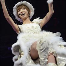 昼の人気番組で篠田麻里子の黒Tバックが透けすぎ! 鉄壁ガードが崩壊