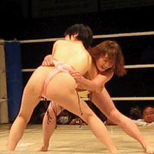 半裸の女体がガップリ組み合う、女相撲の知られざる歴史とは?