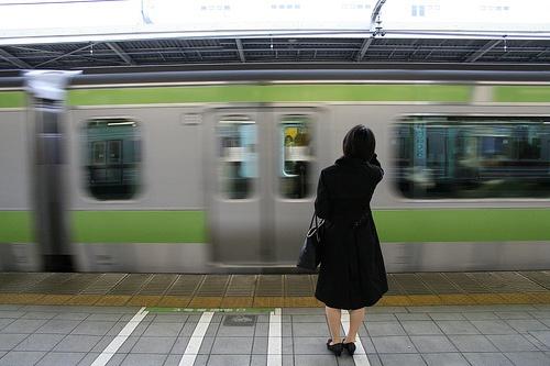 womenwaitingtrain0615.jpg