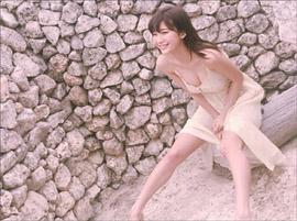 「可愛すぎ&エロすぎ」小倉優香、胸の谷間あらわなワンピース姿で男性ファンを悩殺
